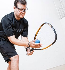 raquetball player wearing protective racquetball goggles